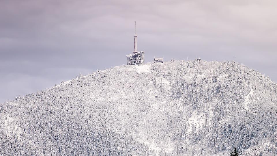 Lysá hora láká turisty hlavně zimě. Ohřát se posléze mohou ve vířivce