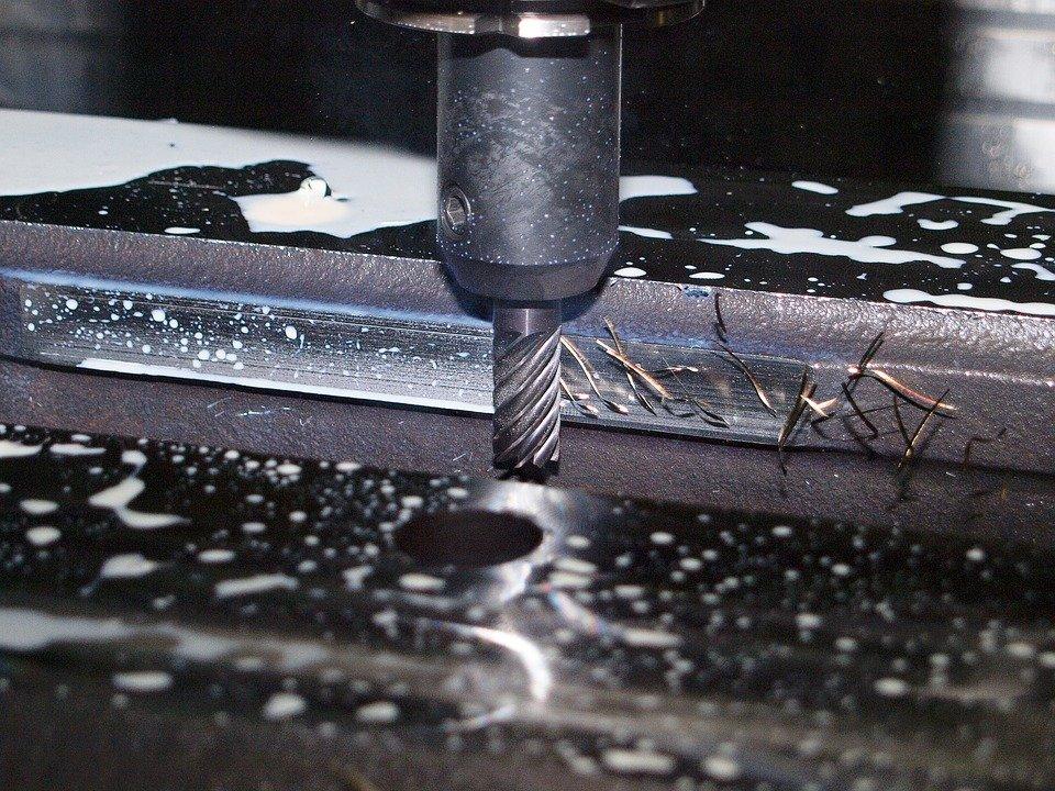 Jak je to s bezpečností práce u obráběcích strojů? Co musí zajistit zaměstnavatel?
