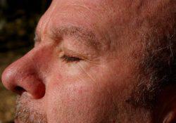 6 postupů, jak předejít vzniku vrásek kolem očí